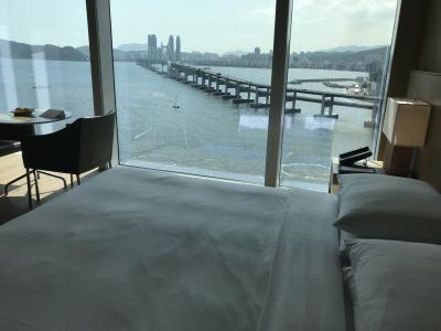 ホテルはお気に入りのパークハイアット釜山。部屋の大きな窓から見える広安大橋がいいですね。