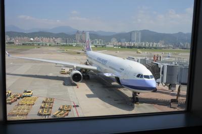 【1日目】<br />羽田→台北松山空港<br />7:10発 9:50着<br />事前に空港会社のネットでチェックインすると<br />6:30までに空港に着けば乗れます<br /><br />空港で両替し、悠遊卡を買いました