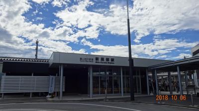 東京駅より北陸新幹線はくたか号に乗り2時間ちょい。黒部宇奈月温泉駅に到着。ま、周りに何もない・・・。で、写真はすぐそばの富山地方鉄道の新黒部駅です。台風が近づいているにも関わらず、ご覧の通りの青空。