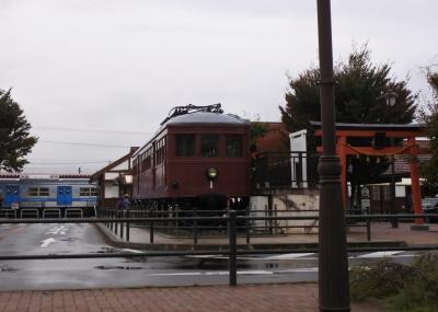 中央自動車道富士吉田西桂スマートICで降り、富士みち、おひめ坂通りを走る。<br />河口湖駅前に保存されているモ1号。