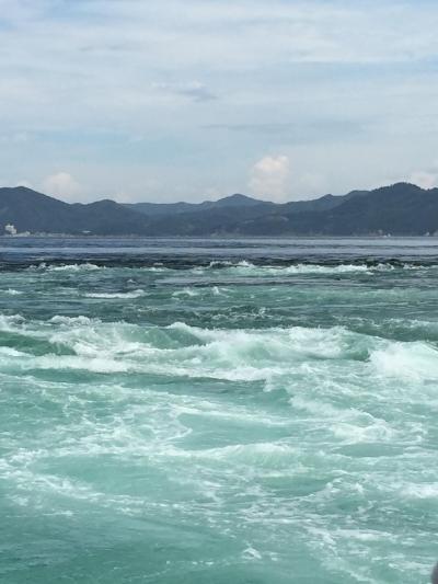 一度は見てみたいと、ずっと思っていた渦潮。<br />船から見たり、大鳴門橋遊歩道「渦の道」でガラス張りの床から見たり、たっぷり楽しみました。