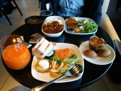 ANA LOUNGEで朝食。<br />予想外にどれも美味しくってびっくり。<br />カレーは具沢山だし、フィッシュフライも手が込んである。