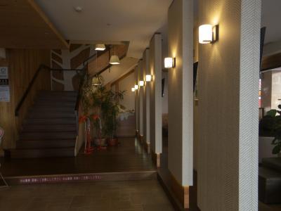 内装は高級ホテルかと思うような豪華さです。<br />受付で足ツボマッサージと上半身マッサージ40分を頼みました。<br /><br />叔母さんは普段からマッサージに行くそうですが、うちの母親はなんとマッサージ初体験!<br />叔母さんはもちろん、母親も満喫したようです。<br /><br />私も肩から背中までゴリゴリに固まってました。<br />初日からちゃんと来ておくべきでしたね。