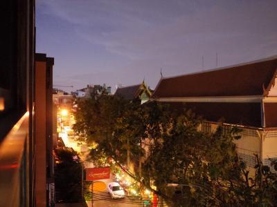 今日はアユタヤ観光<br />午前7:00にツアーデスク集合です。<br />未だ暗いうちに起きて、食堂へ