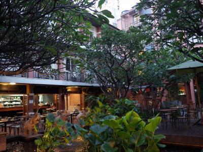 本日もツアーのため6:00朝食開始<br />(ダムヌンサドゥアク水上市場+メークロン市場)