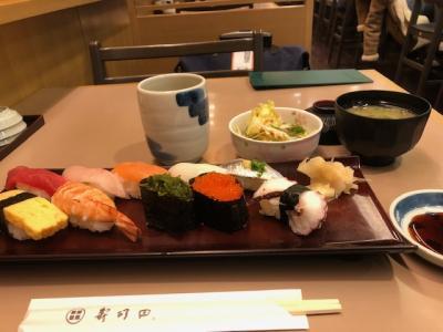 SCOOTは成田第2ターミナル。<br />毎度お馴染みの寿司田でお寿司の朝兼昼食。<br />これで980円は空港内ではコスパ抜群です。