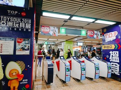 MTRで旺角までやってきました。