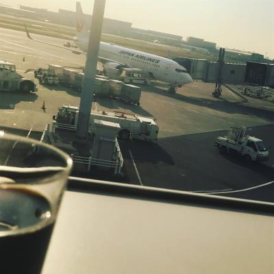 初のLCCエアアジアXでハワイ。<br />ウェブチェックインも出来ない!勝手も分からなかったので羽田は少し早めの15時便で一路!スカイマークで神戸空港へ。<br />