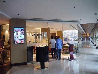 クリスタル サロバー プレミアH<br /><br />(06:41)<br />ホテルのレストランで朝食を取ります。<br />このクリスタル サロバー プレミア ホテルに連泊しました。<br />19日の夕食、20日の朝食、20日の夕食。そして今日の朝食です。<br />同じ場所での食事が続き、いささか嫌になってきました。