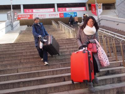 ソウル駅からレジデンス前の階段やばい~