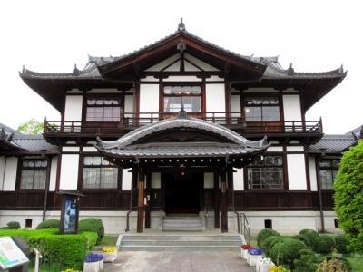 華甍は明治36年に高市郡教育博物館として建設され、昭和4年から町役場としても使われたそうです。今井町の歴史を解説する資料が展示され、予約で町並みガイドをお願いすることもできます。