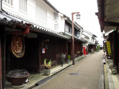 今井町は1532~55年に一向宗本願寺坊主によって寺内町が建設されたのが始まりです。織田信長に対して本願寺とともに抵抗していましたが、1575年に明智光秀を通じて降伏すると、朱印状が下され、大阪や堺とも交流が盛んになり、南大和では最大の在郷町となりました。