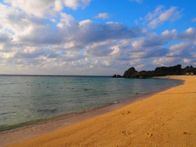 あまり人がいなくて静かなビーチ。<br />少し雲があったもののとっても綺麗でした。