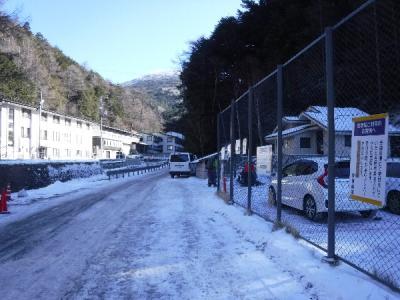 都内で待ち合わせして諏訪南ICから下道。<br />渋温泉の坂になるまでは雪が全くなくアクセスは良かったです。<br />渋御殿湯の駐車場を利用(1日1,000円 駐車前に受付必要)<br />