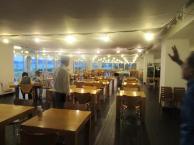 1月21日午後6時。<br />久米島イーフビーチホテルのレストラン・サバニ。
