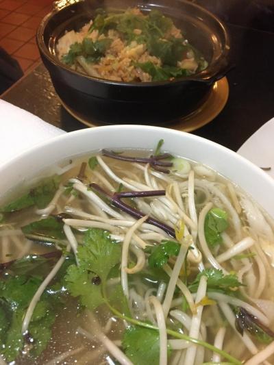 学生が多く多国籍料理を食べられる街、ということでまずはベトナムのフォーを。