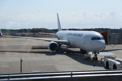 成田から釜山へ<br />飛行時間は2時間程度と福岡へ行く時間と代わらない近さ。<br />機材は期間限定の767です