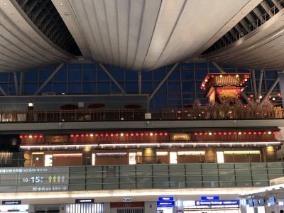 羽田空港 <br />朝5時 結構人は居ますね<br />少しおなかが空いてます<br />これから空の旅が始まります。