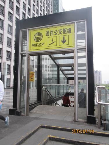 バスターミナルへの入口。<br /><br />