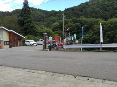 檜枝岐から車を走らせること40分、木賊温泉共同浴場の駐車場に着いた。