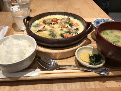 広島駅に昼頃到着し、駅内のみのる食堂へ。<br />私は牡蠣グラタンを、友人は牡蠣フライをいただきました。<br />地元も牡蠣の名産地なのですが、広島って夏でも牡蠣あるんですね!?<br />種類が違うのでしょうか・・・?<br />プリプリでとっても美味しかったです。