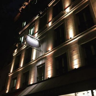 8区にあるホテルシャヴァネルという所だったのですが、友達に写真を見せたところ、友達も気に入ったようで、予約をしました。<br />このホテルは、オペラからそれほど遠くなく、マレ地区とギャラリーラファイエットから徒歩圏内にあり、絶好のロケーションです。<br />