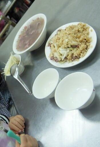 娘は牛肉湯を食べられなさそうだったので牛肉湯(中)と焼飯を注文♪<br />牛肉が新鮮で凄く美味しかったですヾ(≧▽≦)ノ<br />