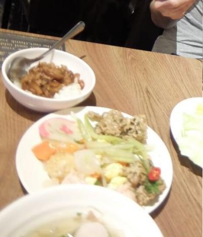 ホテルDiary Of Taipei 台北日記台北車站旗艦館に宿泊しています。ホテルのレストランで朝食を食べます。娘が牛乳をこぼしたり色々ありました笑<br /><br />全体的にとても美味しかったです。今日は阜杭豆漿という有名な朝食を食べに行くので軽く済ませました。