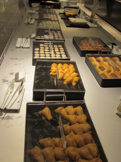 ラウンジの食べ物は、羽田よりショボくて、羽田の部分集合という感じです。