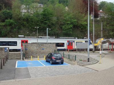 ルクセンブルクから2時間弱でディナンに到着しました。<br />ディナン駅の前でバスを降り、ここから歩いて観光に向かいます。<br />