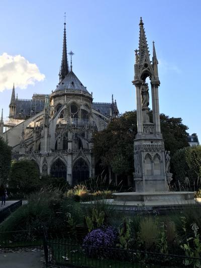 麗しきノートルダム大聖堂。この姿を見るのは最後になるとは...。