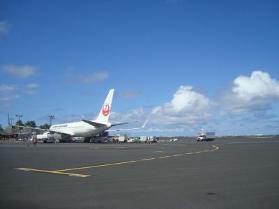 成田からコナ国際空港到着。なぁ~んにもない、広~~~い空港<br />