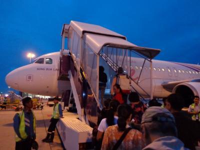 タイ航空傘下のスマイルエアーで移動。
