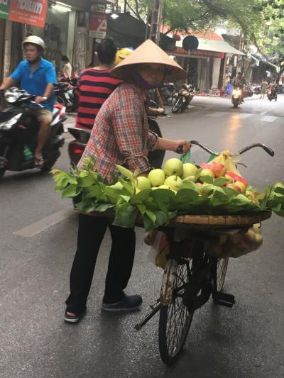 フルーツ売りのおばちゃん。