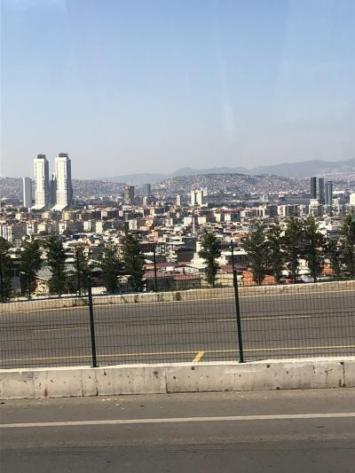 今日も長距離移動の日です。<br />午前中、250キロも南下します。<br />途中、トルコ第三の都市イズミルを通過します。<br />第一がイスタンブール 第二が首都であるアンカラ そして第三がここイズミルです。