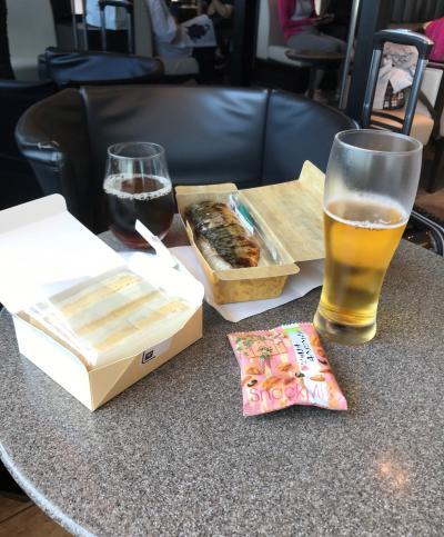 8月10日土曜日、12:00発のANA便で伊丹空港へ。今回の旅は、関空発です。明日朝の便なので、今日は関空にあるホテルへ前泊します。<br />ANAラウンジにて、売店で購入した鯖寿司と卵サンドでお昼です。<br />