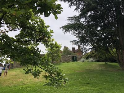 ここチャートウェルは、チャーチルが家族と過ごした愛すべき場所ですが、ここを拠点に数々の政治的決断をし、数々本の執筆を行った場所でもあります。