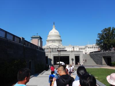 今日の観光は国会議事堂から。<br />セキュリティチェックを受けるための行列に15分ほど並びました。
