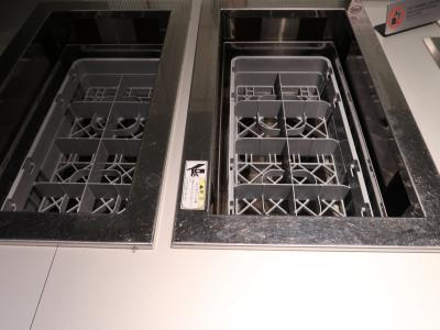 https://goronekone.blogspot.com/2019/09/ana-4-ana-lounge.html<br /><br /><br />今回は補充切れだらけで、皿もグラスもない!<br />混んでるわけでもないのにどうしちゃったんだANA?<br />料理も少なくなっていたし