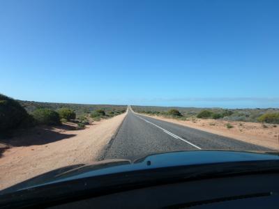 デナムの街から離れると、ず~っとこんな道が続きます。
