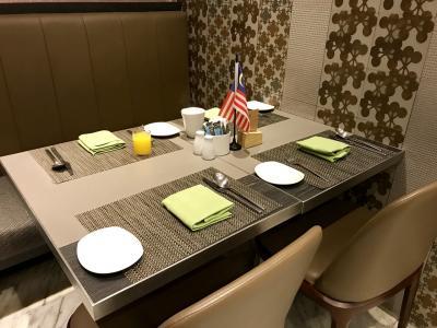今日の朝食もこのテーブルで