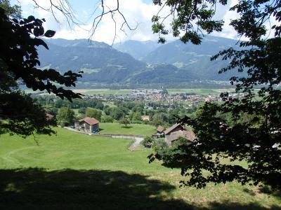 マイエンフェルト村方面の眺めが素晴らしいハイキングコース