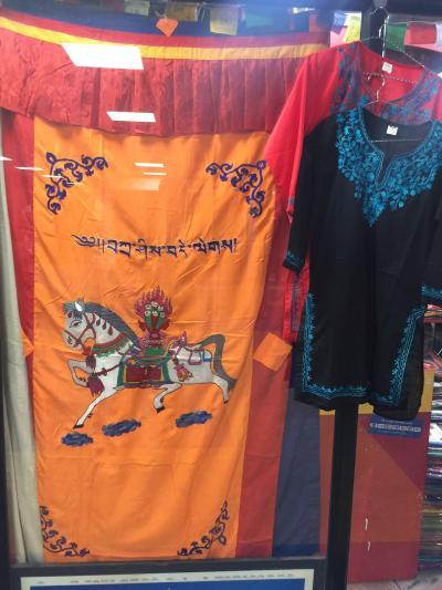 ネパール の  オミヤゲ って、   色々に  ありますが!