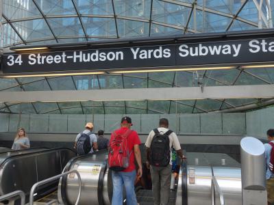34th street/Hudson Yards の駅の入口。