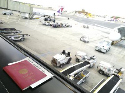 4日目。<br />早朝からUberで空港へ向かいます。<br /><br />この日は1日、ハワイ島へ。<br />朝早い飛行機を予約していたので、5時ごろにはホテルを出ました。<br />早朝なので、空港まではスイスイ。