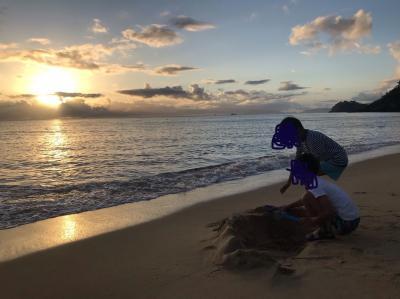 なので、早起きして6時半からビーチへ。<br /><br />ドームには砂遊びセットも置いてあるので、息子達、一生懸命遊ぶ 笑<br />主人はランニングと筋トレをしに…<br /><br />その間に私は帰る為の最終片付け。<br />