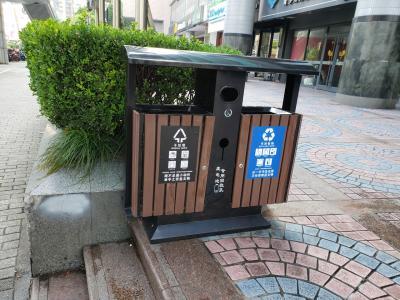 上海市内の至る所に共用ゴミ箱が設置されていました。<br />これ地味に嬉しい~
