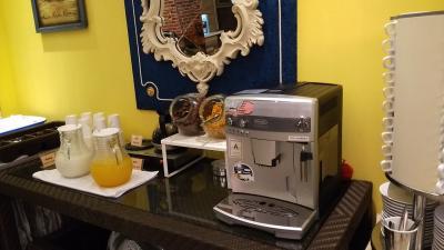 飲み物は牛乳、オレンジジュース、コーヒー、紅茶。<br />シリアルが2種類。