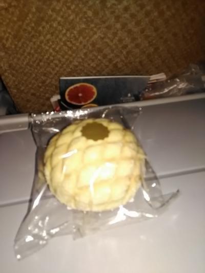 もう一種類の軽食は銀座木村屋のクリームメロンパン。