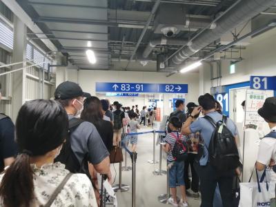 8月某日、とある研究会に参加するため関西空港からチェジュエアに乗ってソウル金浦へ向かいます。<br /><br />丁度、日本によるホワイト国除外とそれによる韓国のWTO提訴を検討など大きく荒れている時期で、日本のワイドショーでは日本製品不買運動や訪日中止などが話題に上がっていました。<br /><br />この日は関西空港から金浦空港へ向かう便の日韓人比率は7:3くらいで日本人優位。<br />2年前から3ヶ月に1度程度の回数で渡韓している筆者の体感的に若干ながら韓国人が少ないかなと感じました。<br />最も政治的に荒れ始めたばかりの段階で、金浦行という条件の下で感じたことですが